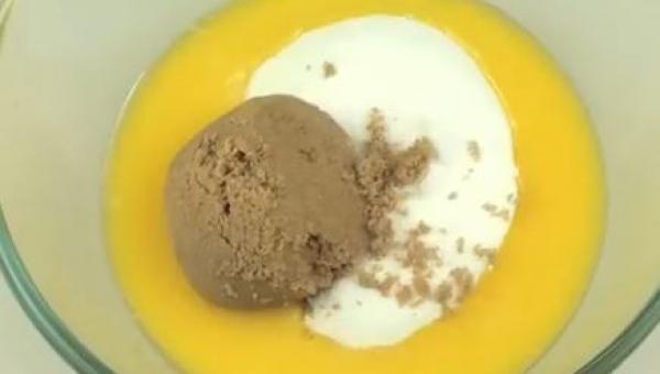 Umieścił masło z cukrem w mikrofalówce. To co otrzymał jest przepyszne!