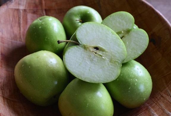 Zacznijmy od tego, dlaczego polecany przez nas napój jest taki zdrowy. Jabłka...