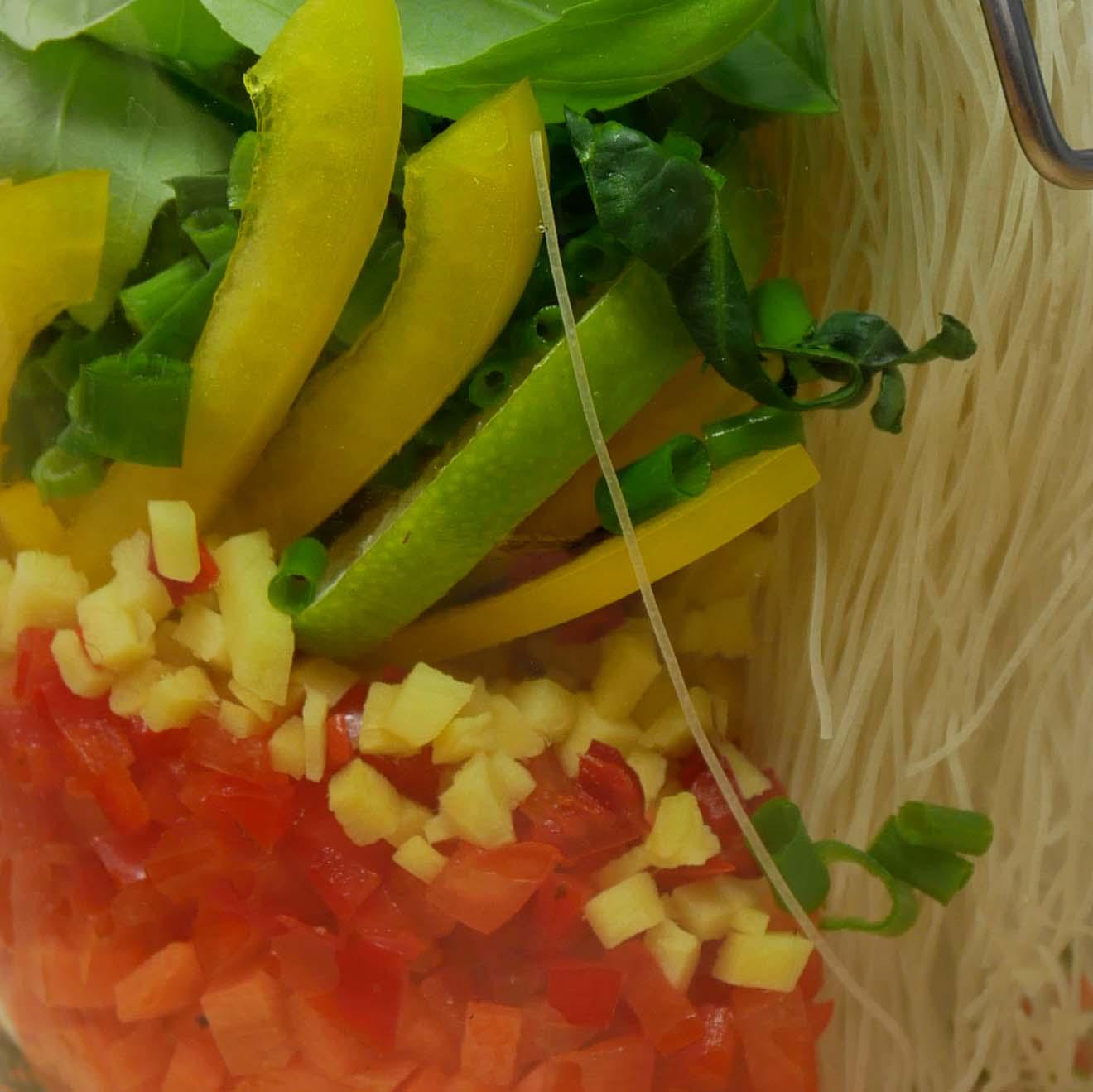 <br>imbir <br>papryczka chili <br>szczypior <br>żółta papryka...
