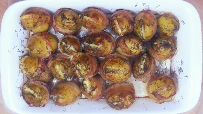 <b>Składniki</b> <br>około 2 kg młodych oczyszczonych ziemniaków <br>2...