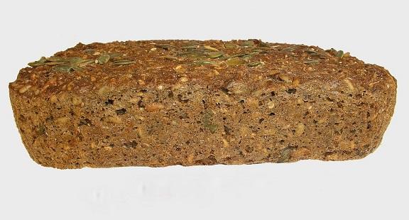 - 1 kg mąki krupczatki, <br><br> - 50 g drożdży, <br><br> - 900 ml letniej...