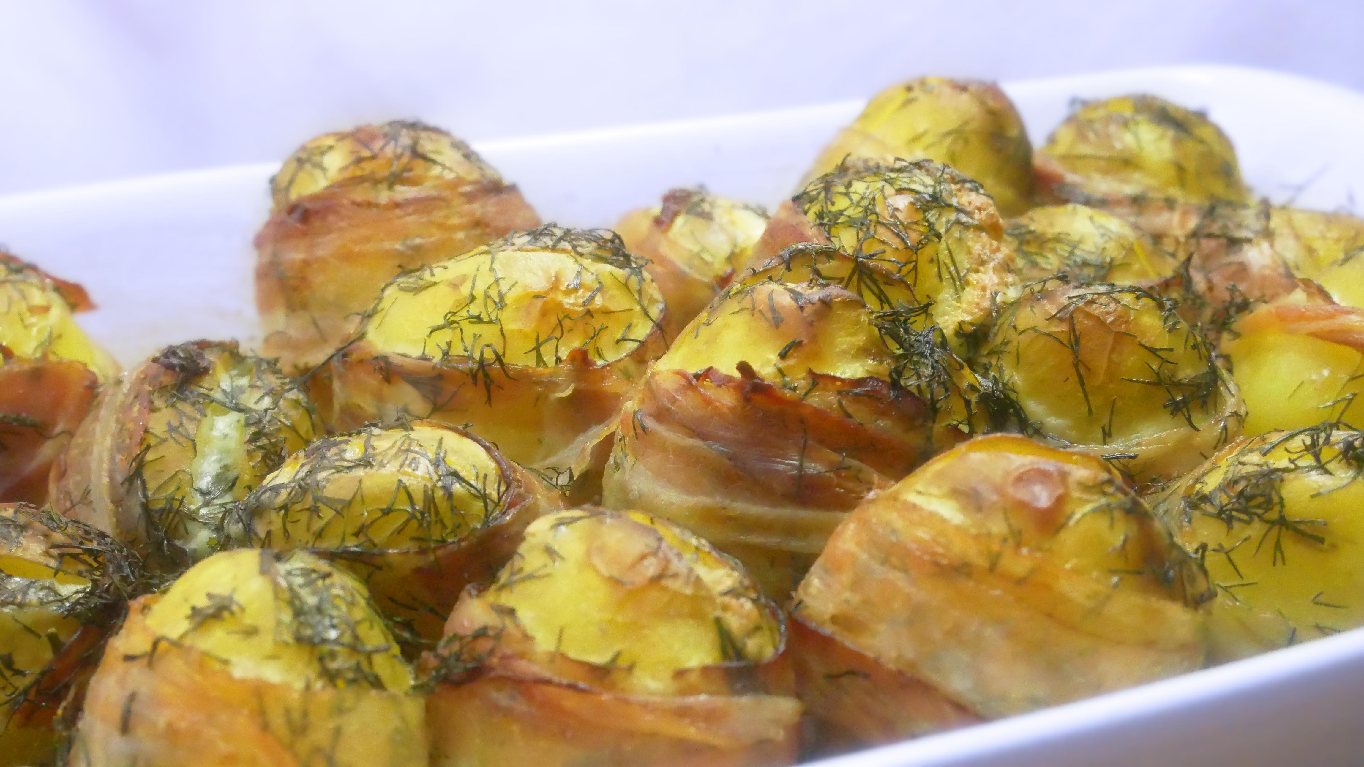 <b>Przygotowanie:</b> <br>Ziemniaki czyścimy, a następnie wycinamy wąski...