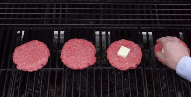 3. Burgery z grilla <br>Kto nie kocha soczystego i pachnącego grillem...
