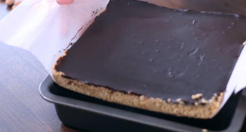<b>7.</b>Schłodzić przynajmniej 2 godziny w lodówce. Ciasto najlepiej zawsze trz