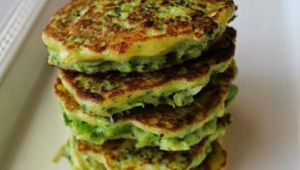 Fit placuszki brokułowe