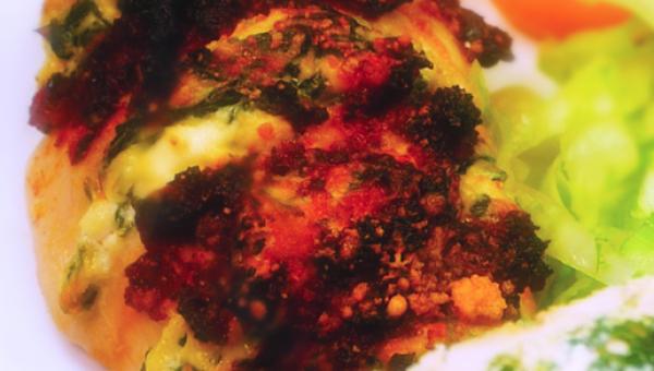 Kurczak zapiekany z ricottą, szpinakiem i suszonymi pomidorami