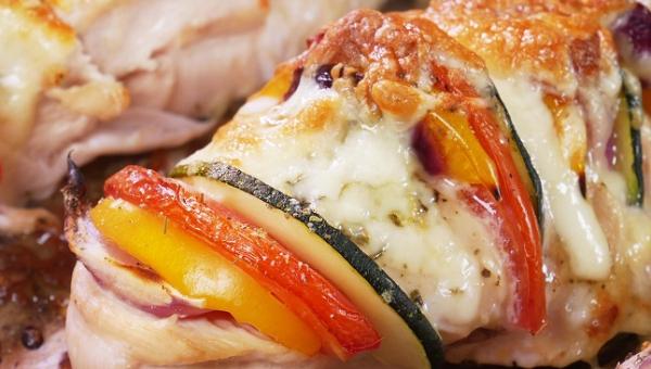 Lekki i pyszny - tak zapiekanych filetów z kurczaka jeszcze nie znaliście!