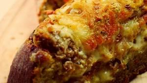 Chlebek zapiekany z mięsem