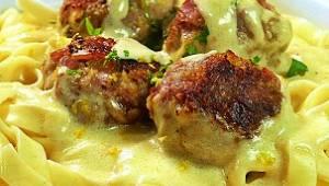 Zamień swój nudny obiad na niepowtarzalne klopsy w sosie śmietanowo-cytrynowym!
