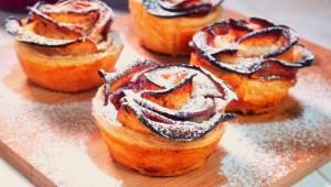 Jeśli lubicie sernik i szarlotkę, oszalejecie na punkcie tego deseru! Przygotuje