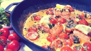 Delikatny łosoś i kremowy sos to propozycja na obiad idealny! A przygotowanie za