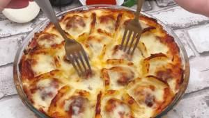 Klopsy z ziemniakami w sosie beszamelowym. Fantastycznie pyszny pomysł na obiad.